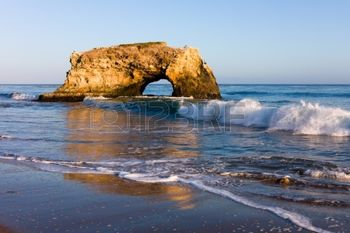 10293390-natural-bridge-in-california