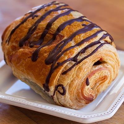 almond-chocolate-croissant-p1-400