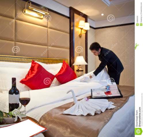 hotel-waiter-made-guest-room-24905525
