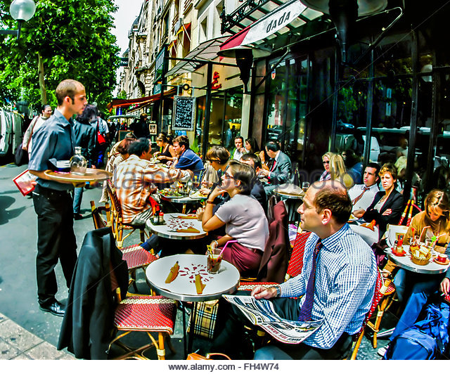 paris-france-french-waiter-taking-orders-from-customers-sharing-meals-fh4w74