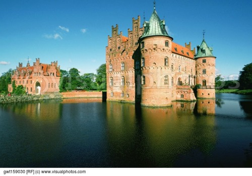 reflection-of-a-castle-in-water-egeskov-castle-funen-county-denmark