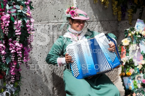 stock-photo-20744432-accordion-player-dressed-in-traditional-costume-montmartre-paris-france