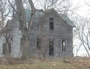 haunted-farmhouse-abandoned-rural-wallpaper-thumb